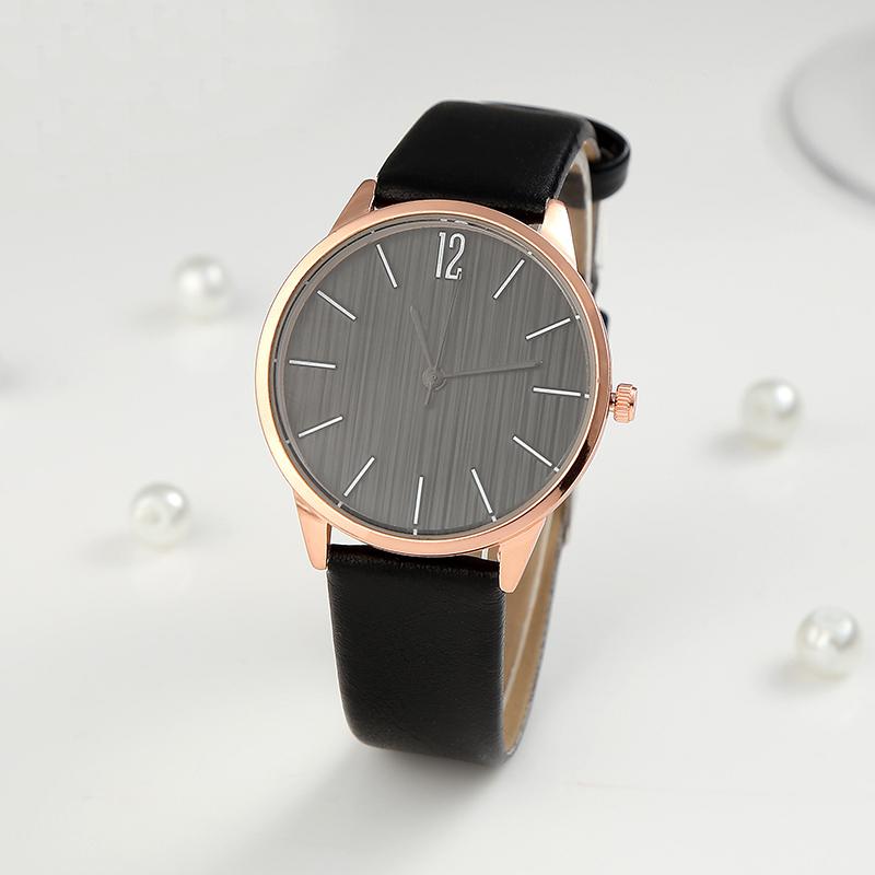 Černé klasické dámské hodinky